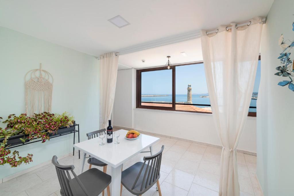 Отель  Faros Rooms & Suites  - отзывы Booking