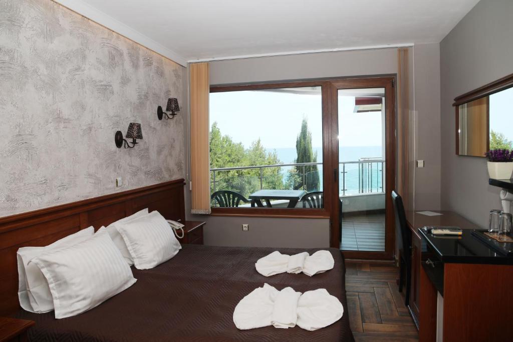 Отель Petrov Family Hotel - отзывы Booking