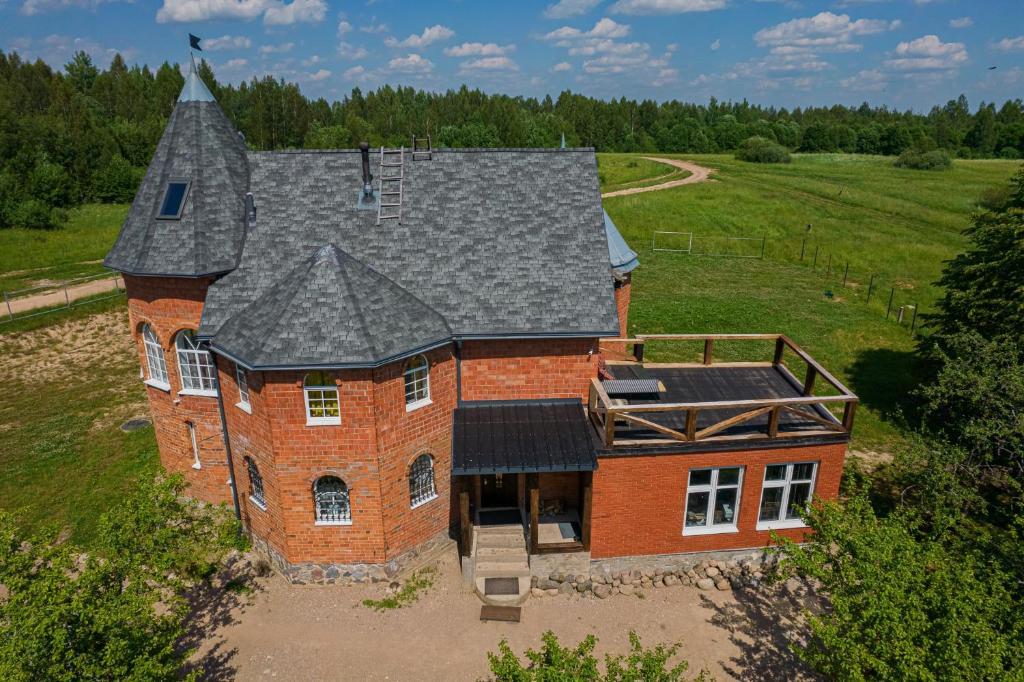 Загородный дом Замок в лесу