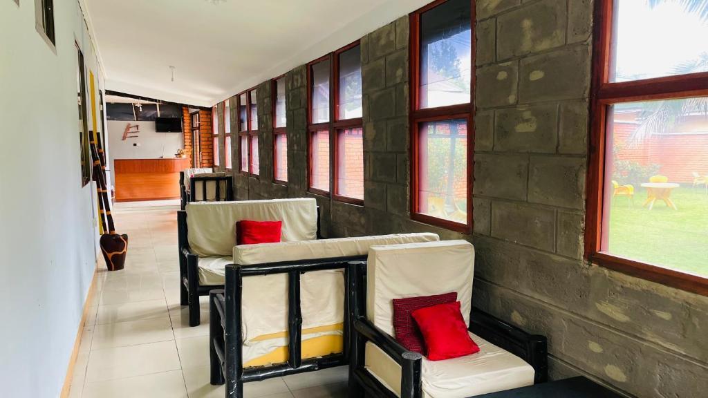 Отель типа «постель и завтрак»  Отель типа «постель и завтрак»  Leons Bed & Breakfast
