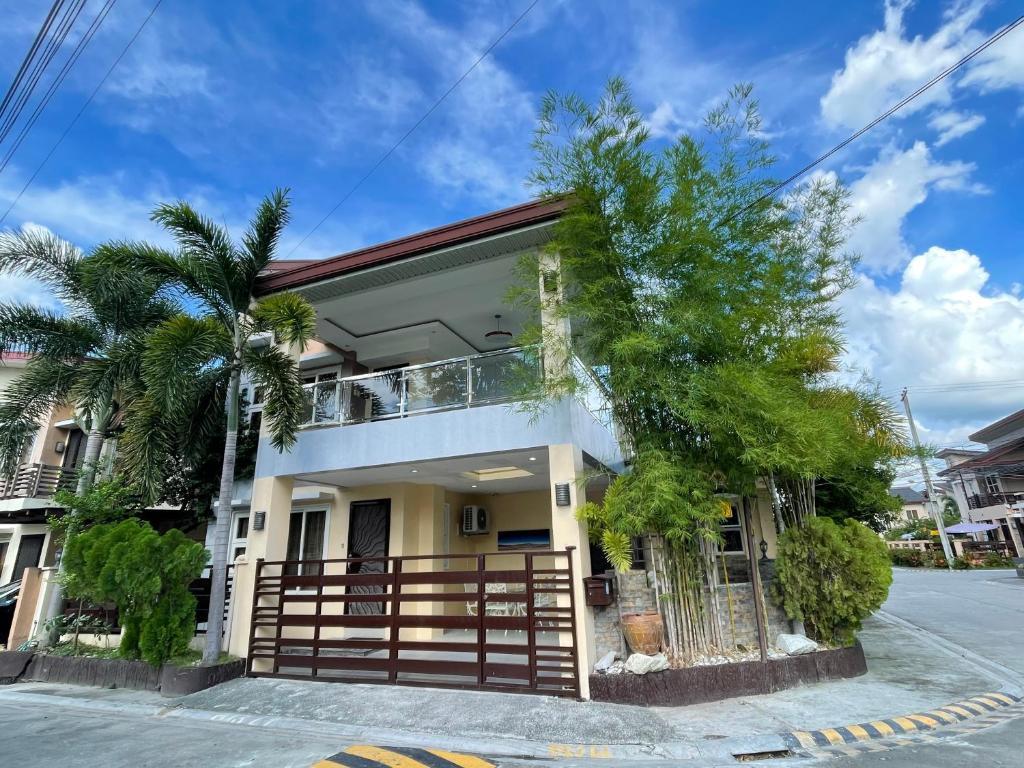 Дом для отпуска  Entire House At K Residences