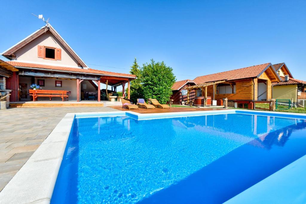 Дом для отпуска  Holiday Homes Dika  - отзывы Booking