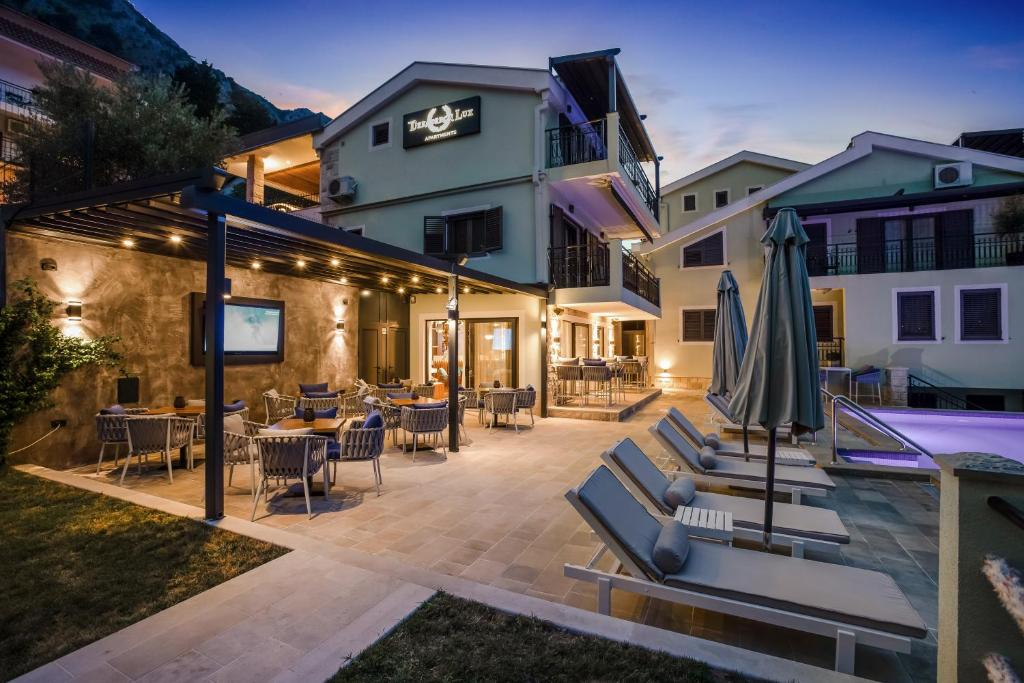 Апартаменты/квартиры Dekaderon Lux Apartments - отзывы Booking
