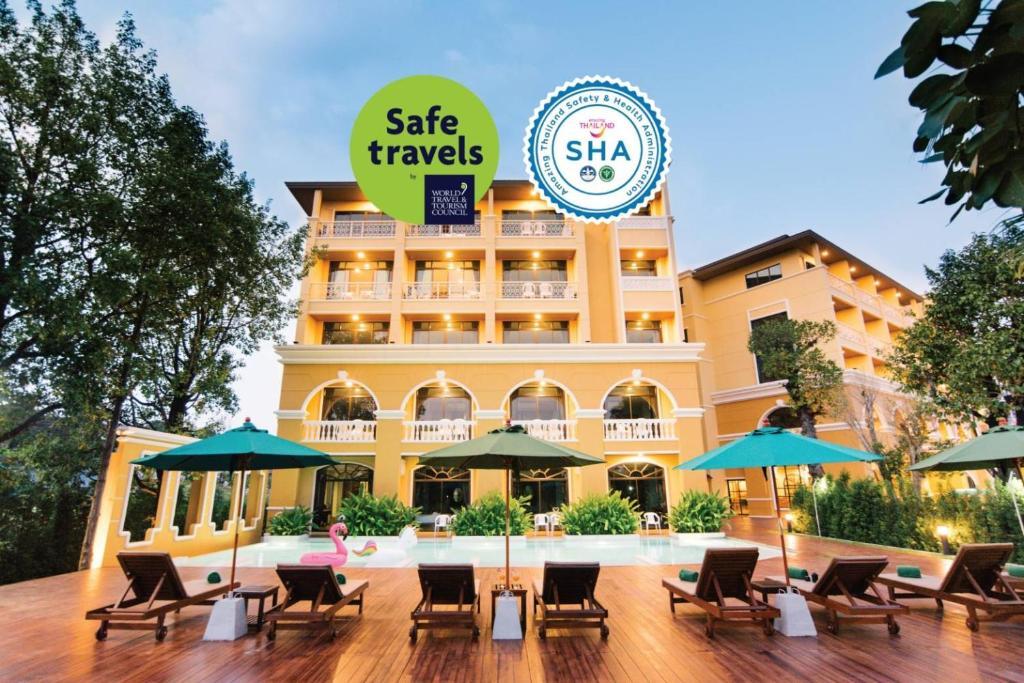 Отель  Отель  The Pineapple Hotel