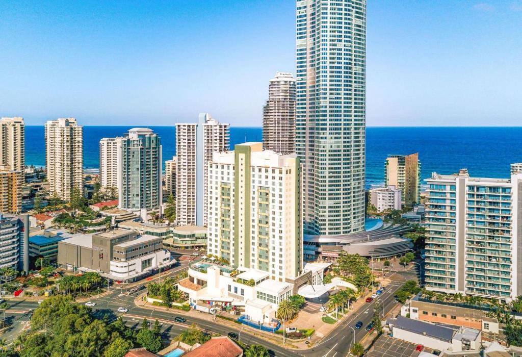 Отель  voco - Gold Coast, an IHG Hotel  - отзывы Booking