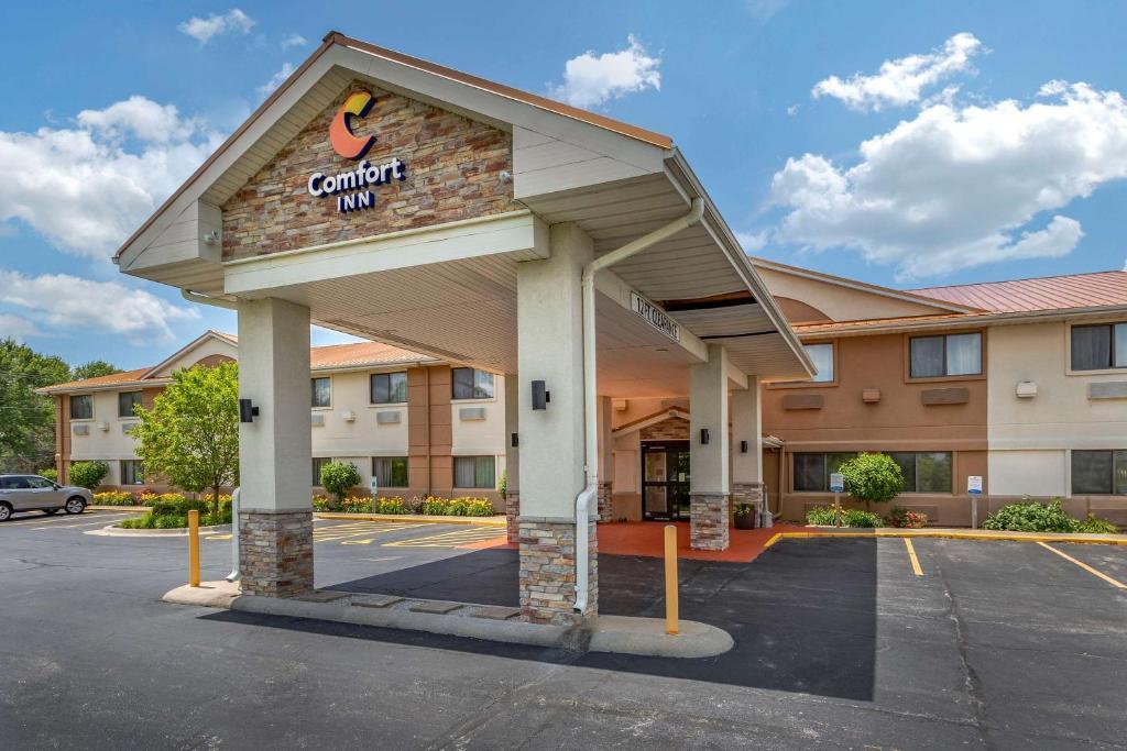 Отель  Comfort Inn Moline - Quad Cities  - отзывы Booking