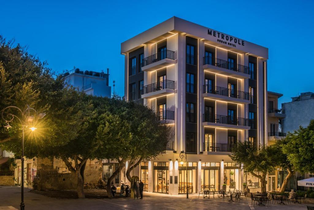 Отель  Metropole Urban Hotel