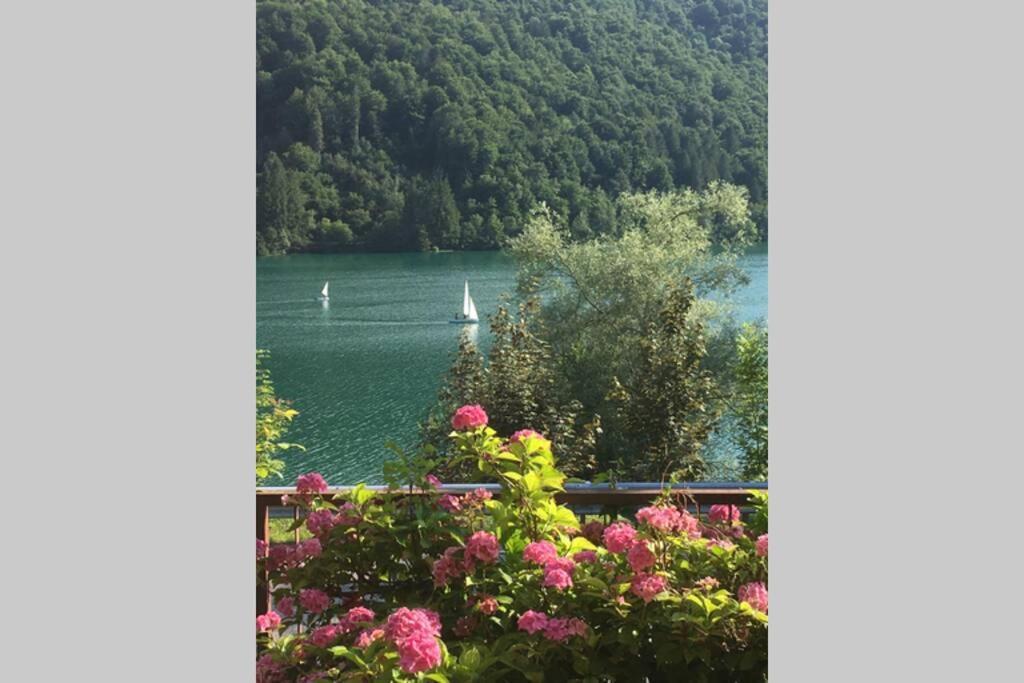 Дом для отпуска  Casa a schiera fronte lago con giardino  - отзывы Booking