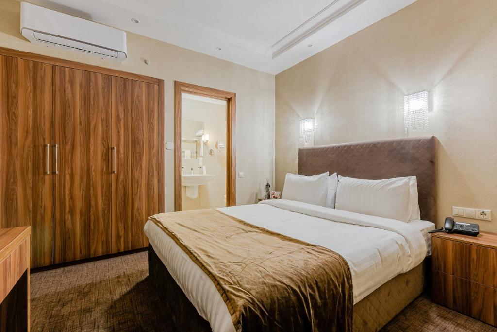 Отель Crystal Hotel - отзывы Booking