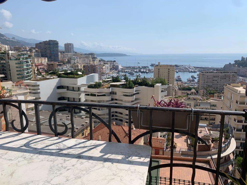 Апартаменты/квартира  Plein coeur de Monaco, à 300 mètres à pied du port de Monaco, 4 pièces, escaliers vue mer.  - отзывы Booking