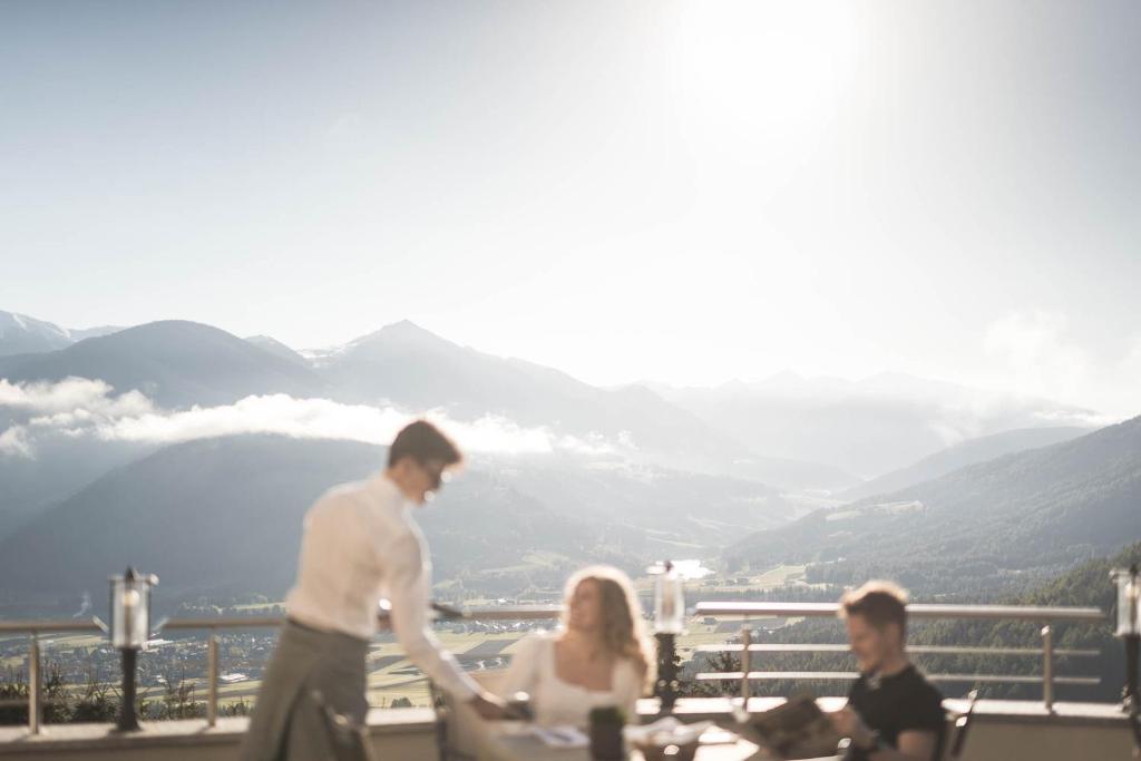 Отель  Kronplatz-Resort Hotel Kristall  - отзывы Booking