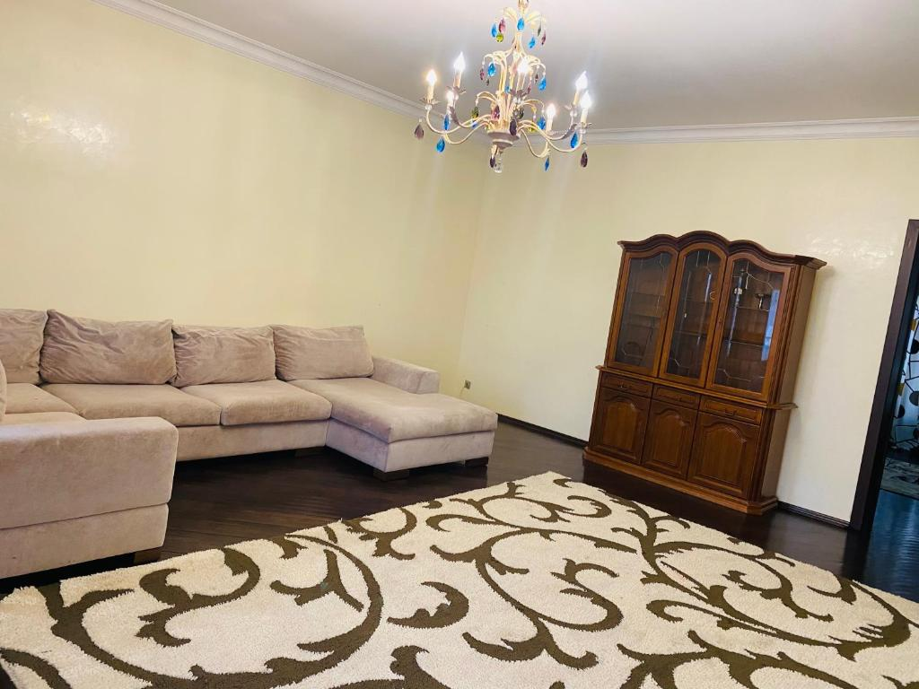 Апартаменты/квартира  Отличная квартира на большую компанию в центре города  - отзывы Booking