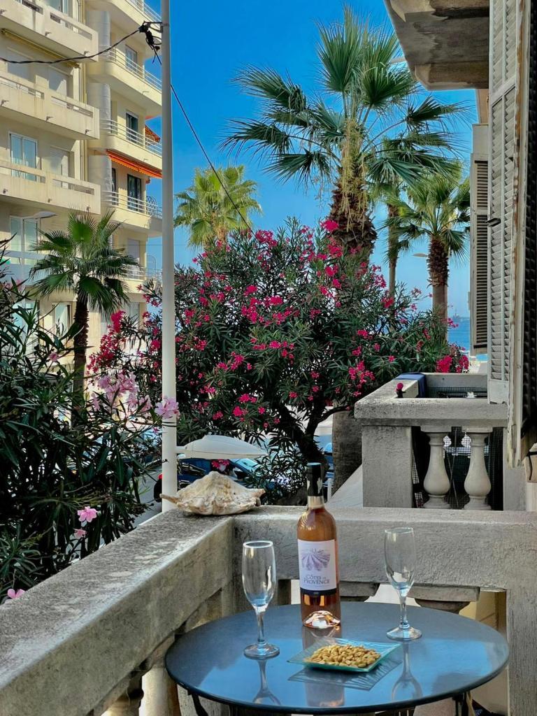 Апартаменты/квартира  Amiral Courbet Apartment  - отзывы Booking