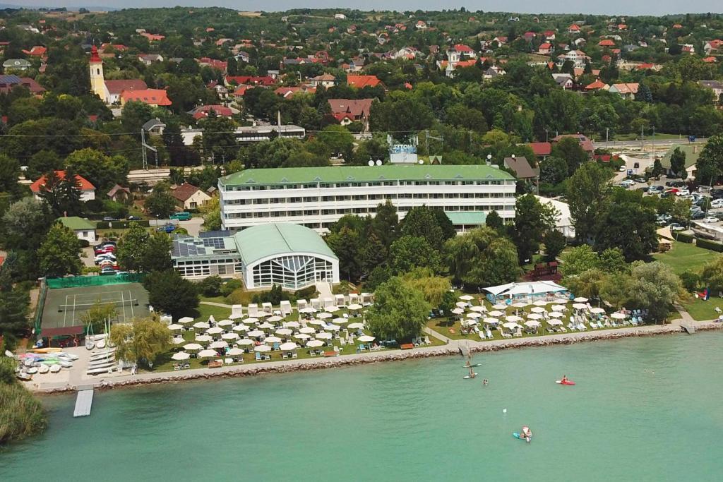 Отель  Hotel Marina Port