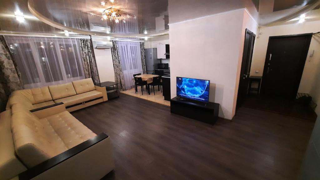 Апартаменты/квартира Apartment Revolutsionnaya 70 flower - отзывы Booking