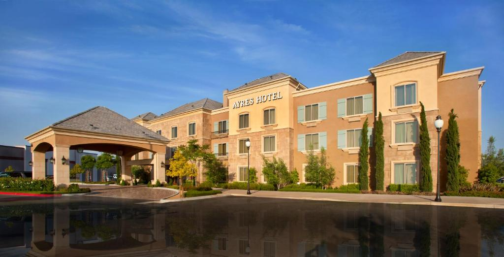 Отель  Ayres Hotel Chino Hills