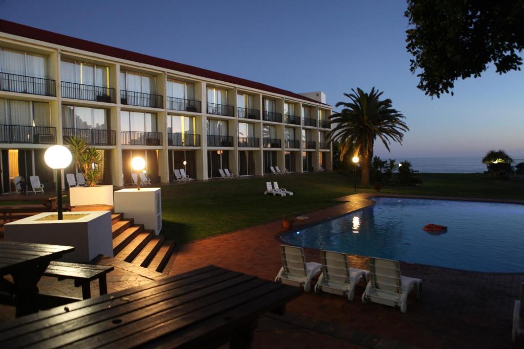 Отель  Wilderness Beach Hotel