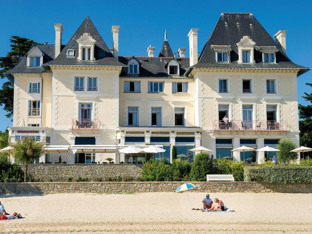 Отель  Hôtel Vacances Bleues Villa Caroline