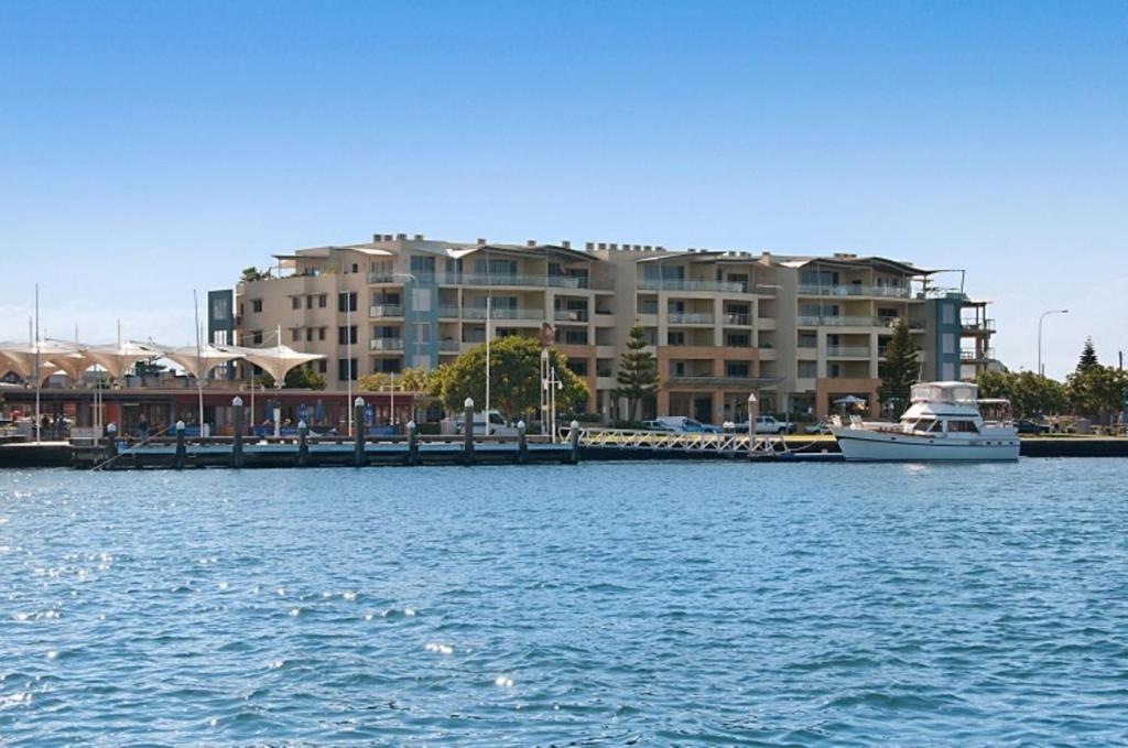 Апарт-отель Riverside Holiday Apartments