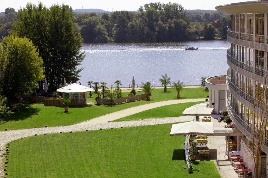 Отель  Hotel am Havelufer Potsdam  - отзывы Booking