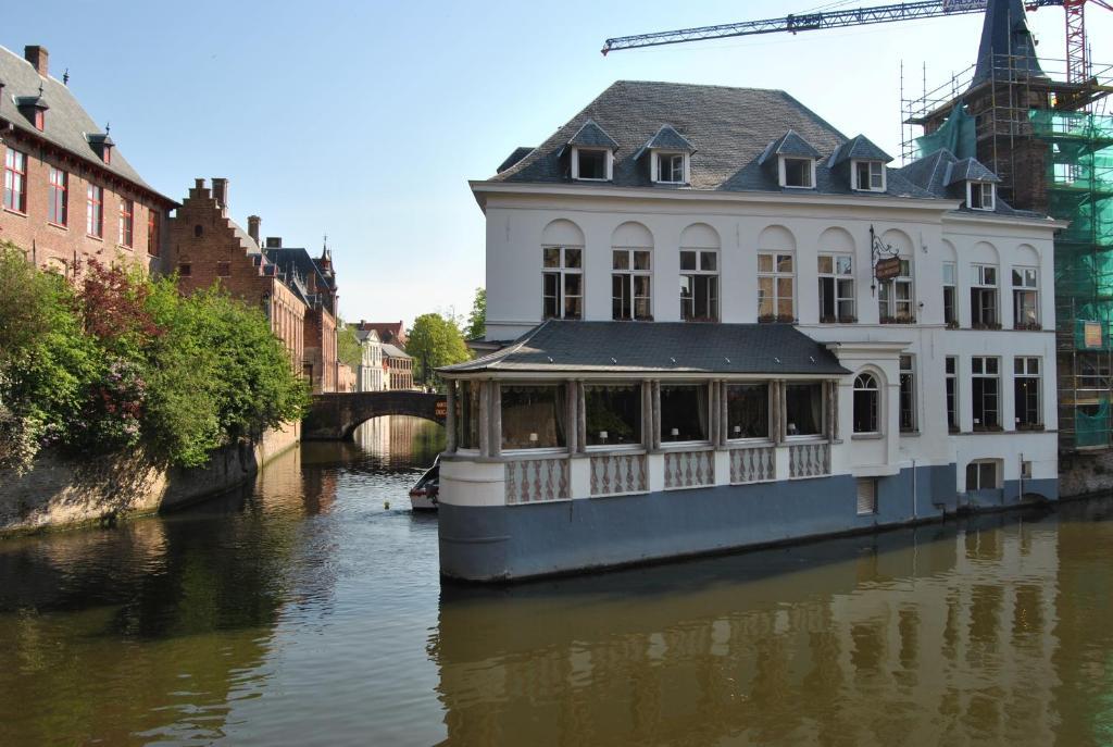 Отель  Hotel Duc De Bourgogne  - отзывы Booking