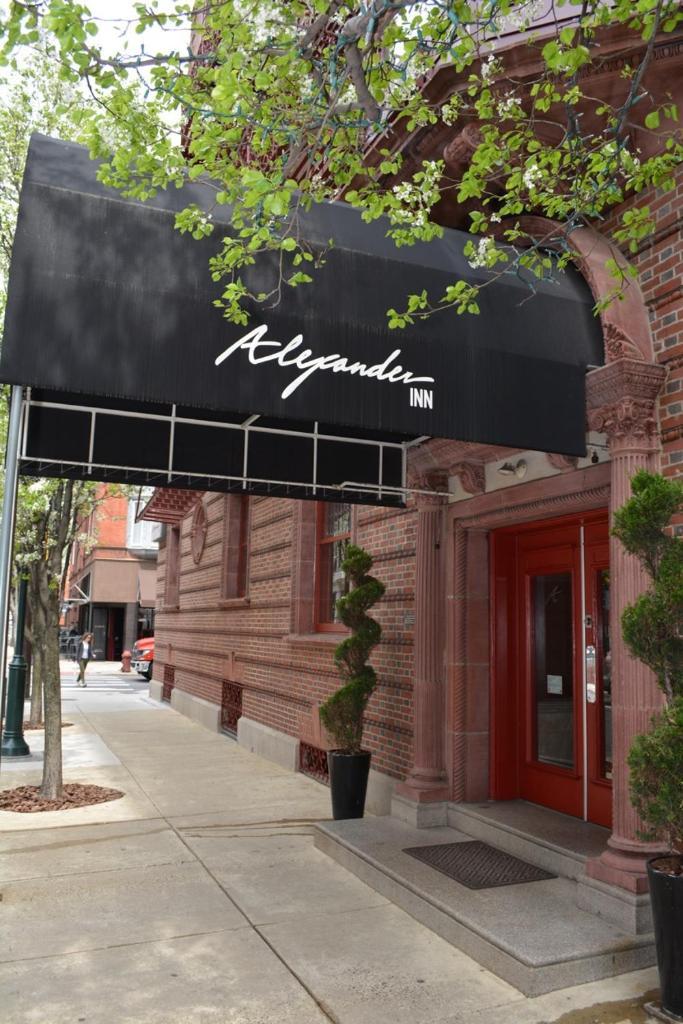 Отель Alexander Inn - отзывы Booking