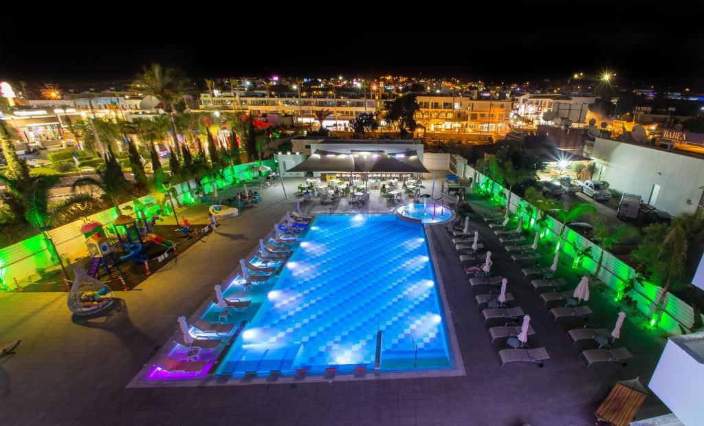 Отель  Nicholas Color Hotel  - отзывы Booking