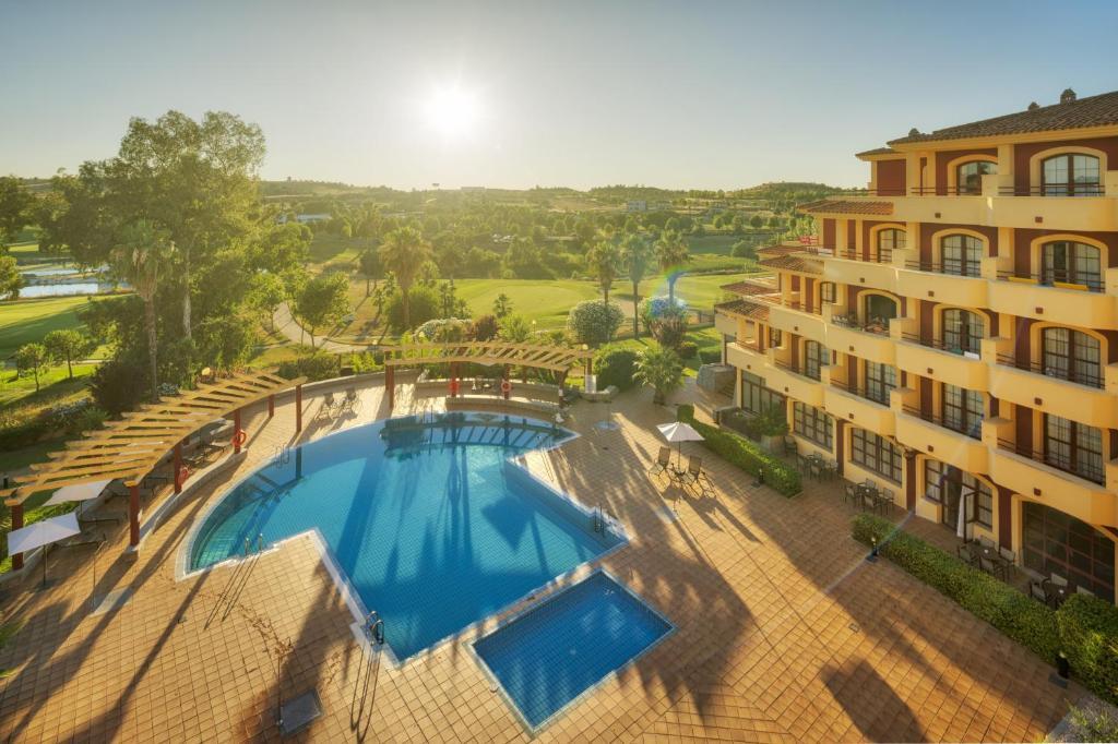 Отель  Ilunion Golf Badajoz  - отзывы Booking