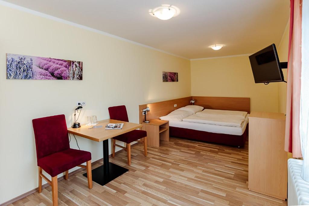 Мини-гостиница  Hotel Denk Bed & Breakfast  - отзывы Booking