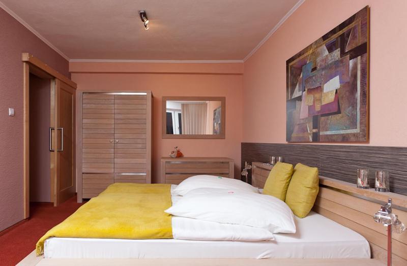 Отель  Hotel Relax  - отзывы Booking