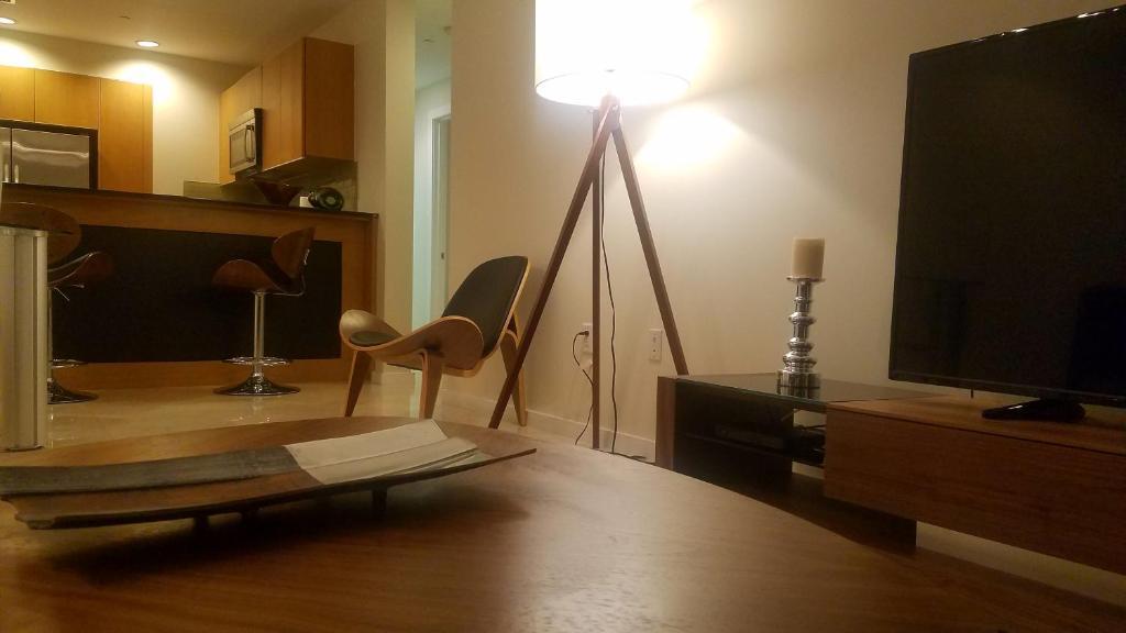 Апартаменты/квартира  Brickell Deluxe Apartment with Free Parking  - отзывы Booking