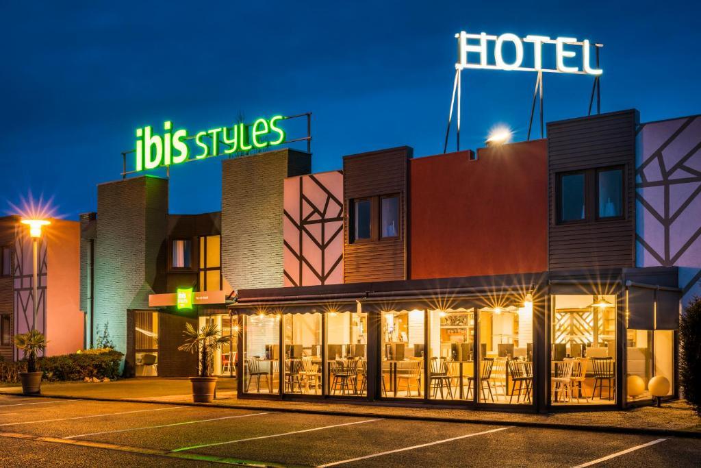 Отель ibis Styles Rouen Val De Reuil - отзывы Booking