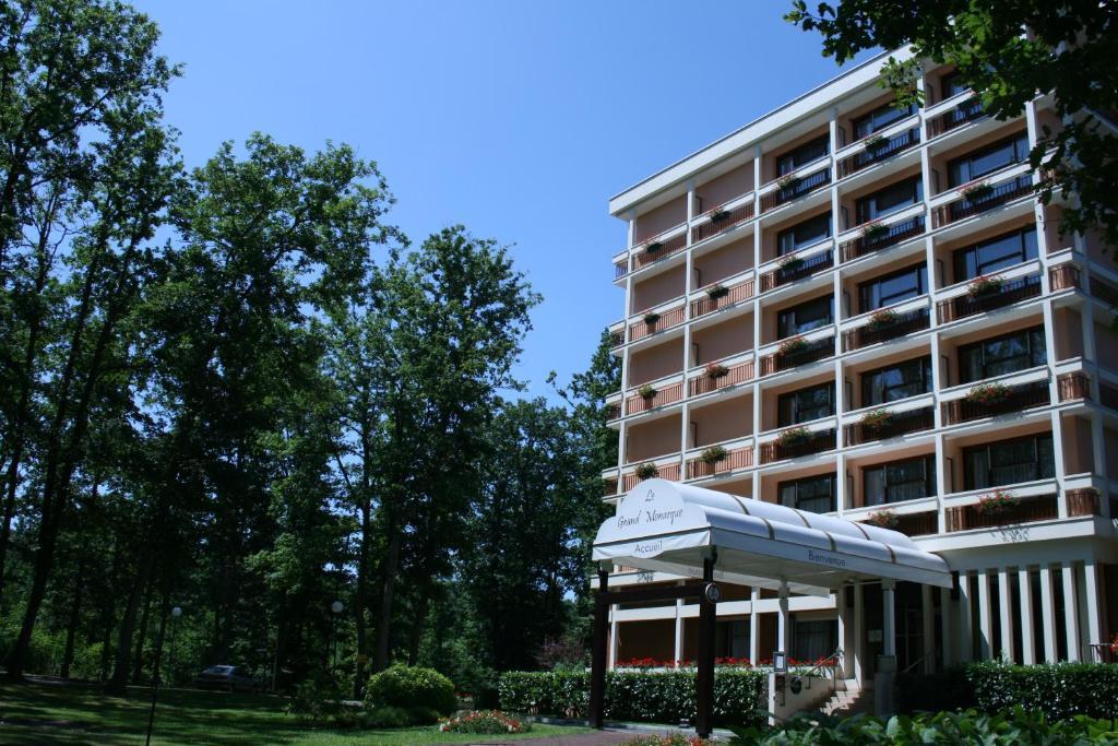 Отель  Le Grand Monarque  - отзывы Booking