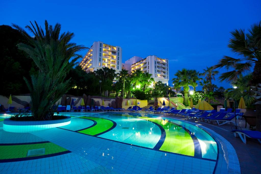 Отель  Fantasia Deluxe Hotel  - отзывы Booking