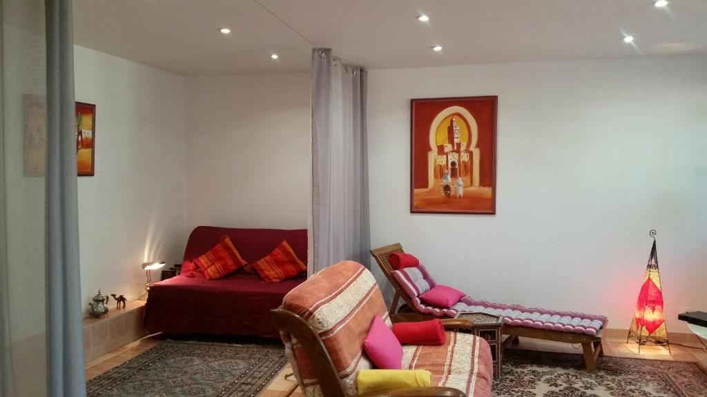 Отель типа «постель и завтрак»  Chambre Avec Jardin Pierre Curie  - отзывы Booking