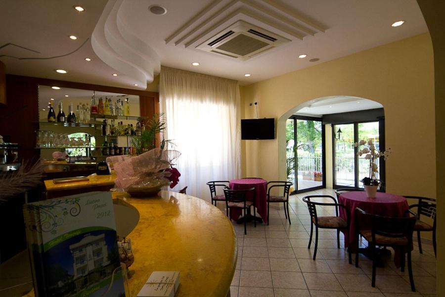 Отель  Hotel Pigalle  - отзывы Booking