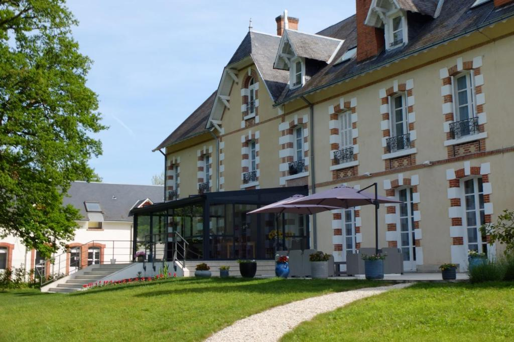Hotels In Neuvy-sur-barangeon