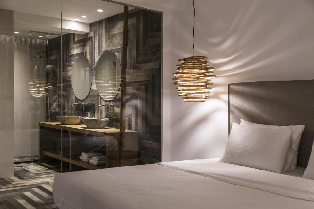 Ένα ή περισσότερα κρεβάτια σε δωμάτιο στο Ftelia Bay Mykonos Hotel