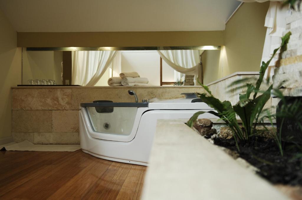 A bathroom at Villa Noa