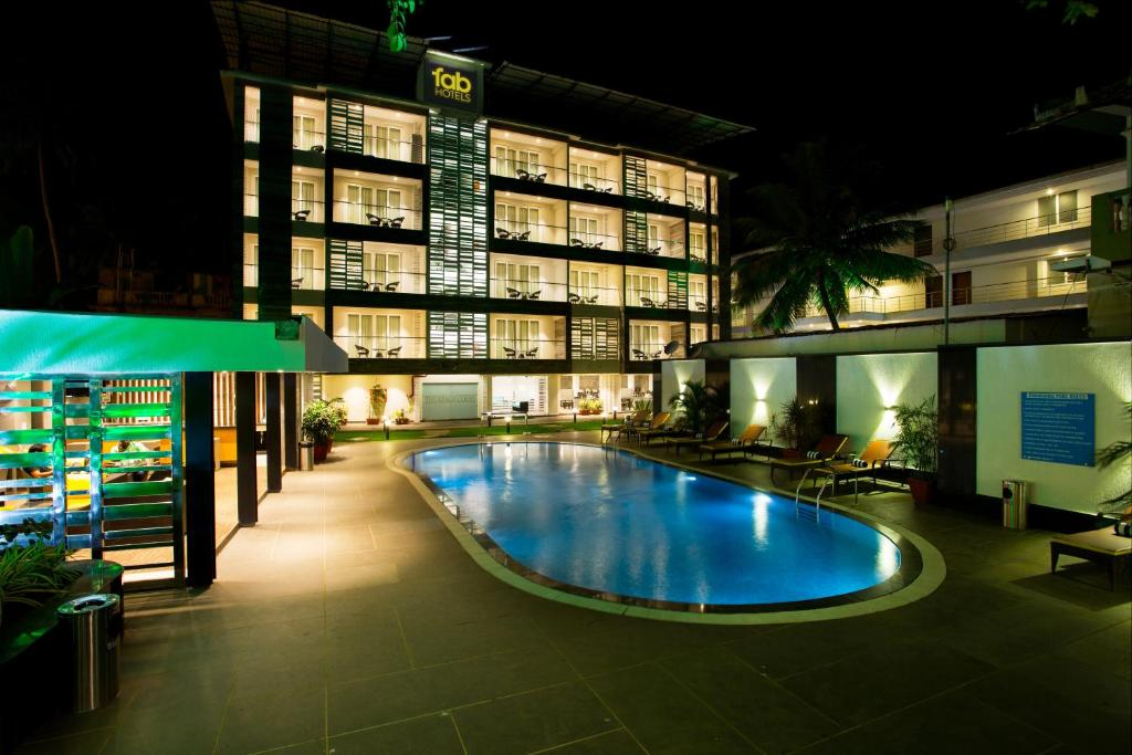 The swimming pool at or close to Hotel Prime The King's Court