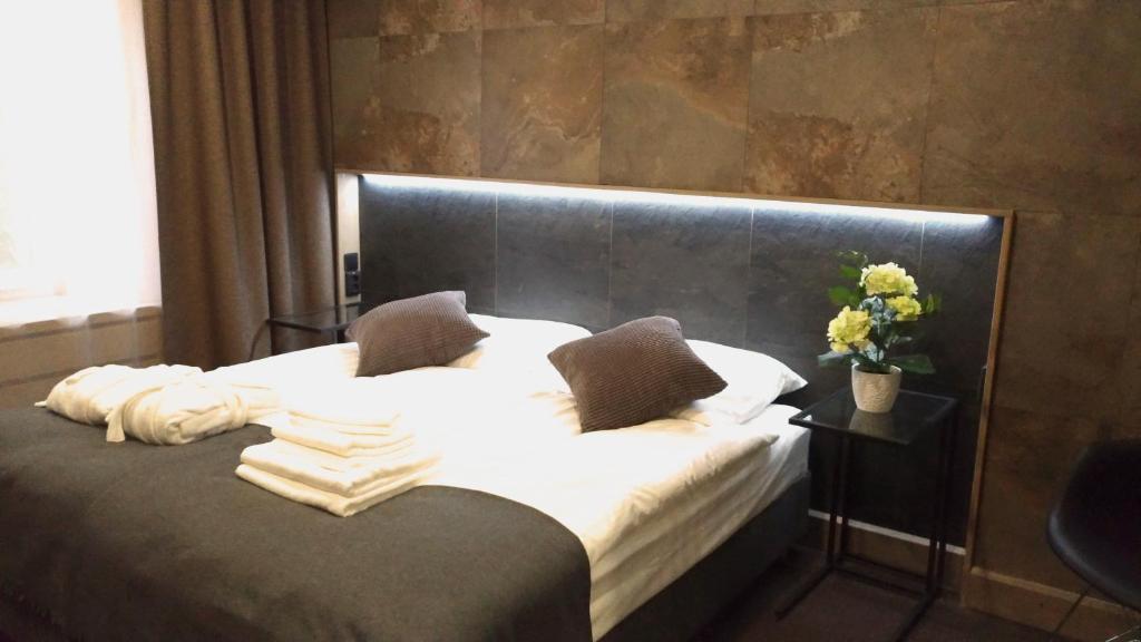 Кровать или кровати в номере PEOPLE Red Square Hotel