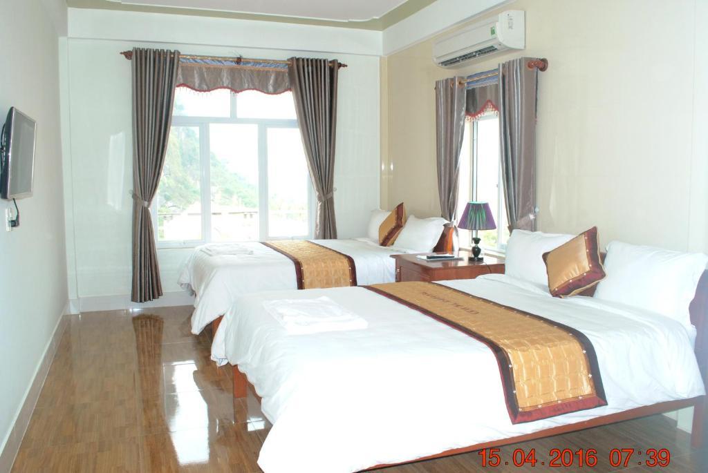 Giường trong phòng chung tại Paradise Hotel