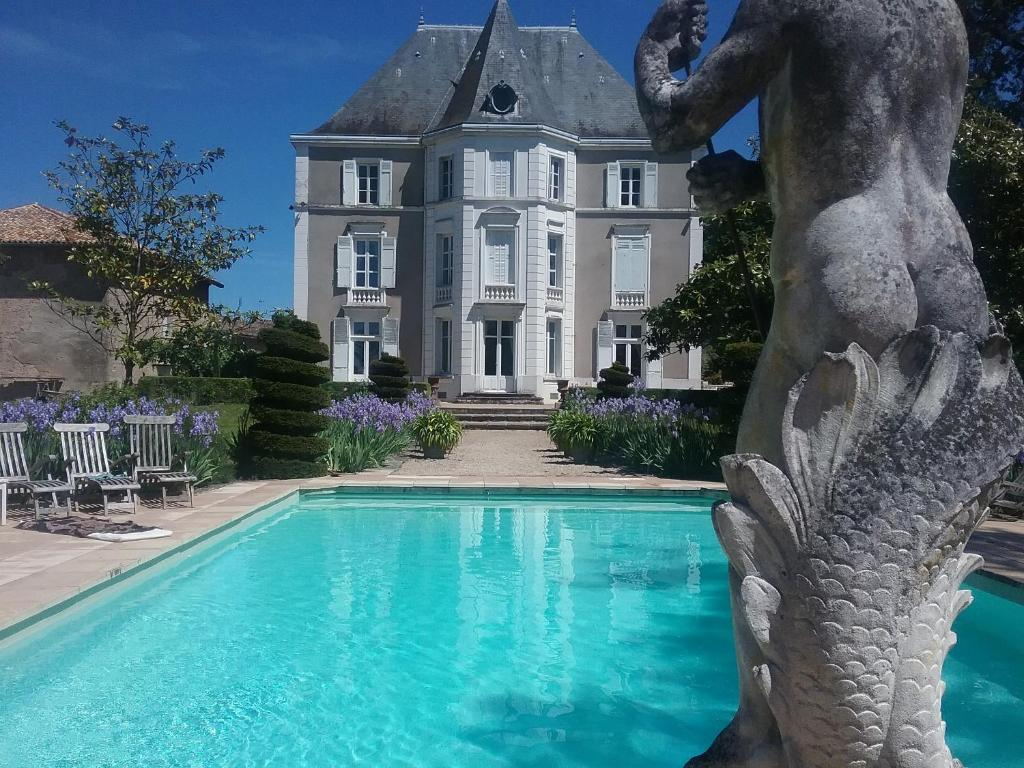 The swimming pool at or near Château de Prety - Maison d'Hôtes