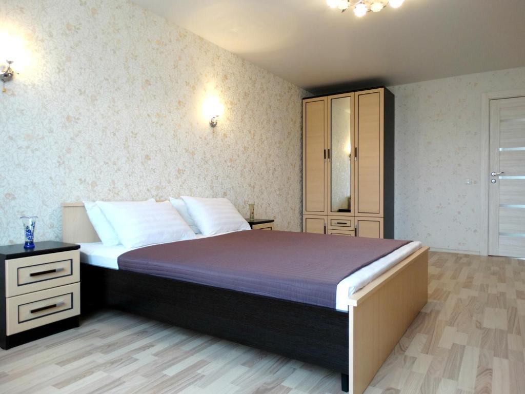 Кровать или кровати в номере Inndays on Pionerskaya 1