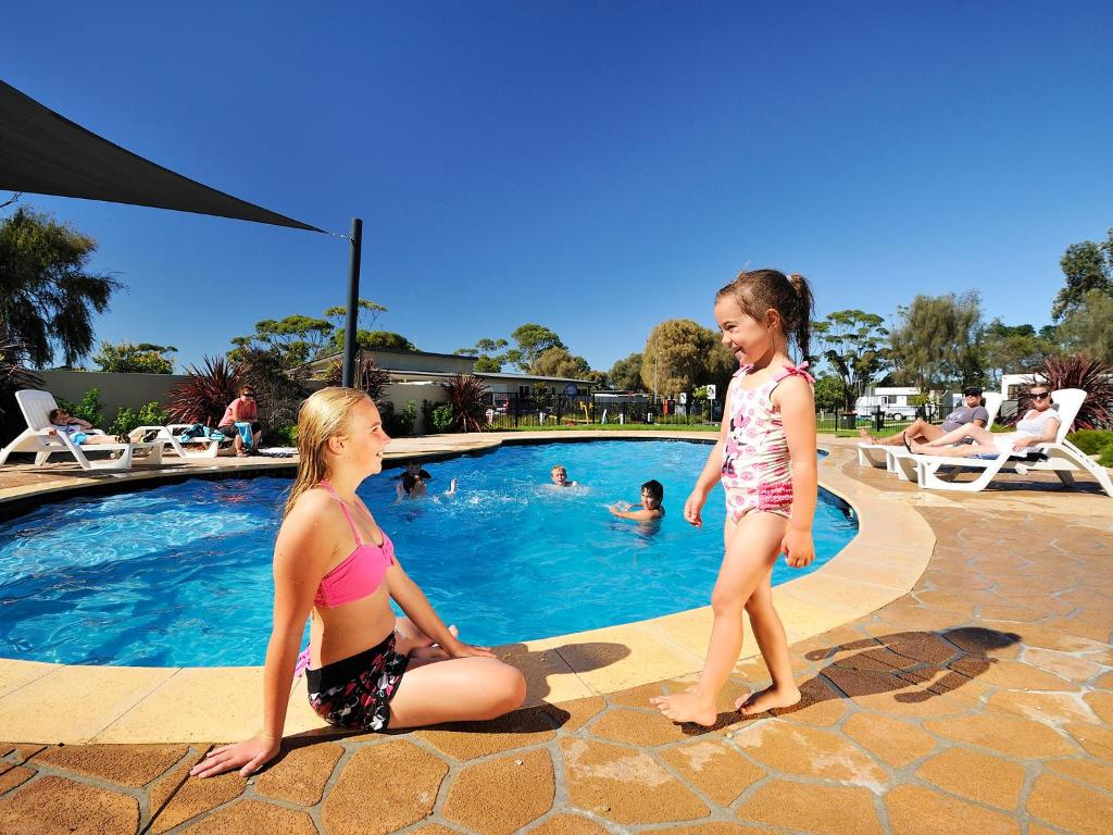 The swimming pool at or close to NRMA Eastern Beach Holiday Park