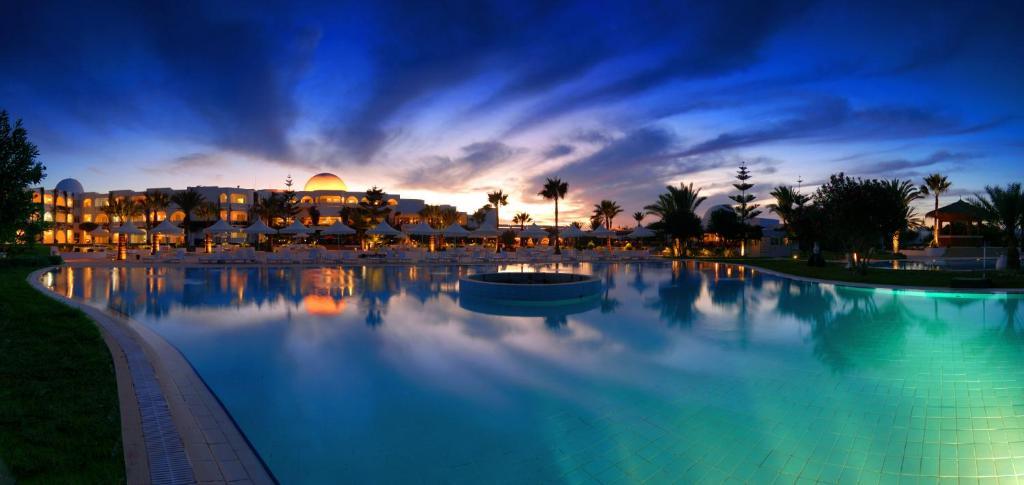 The swimming pool at or near Djerba Plaza Thalasso & Spa