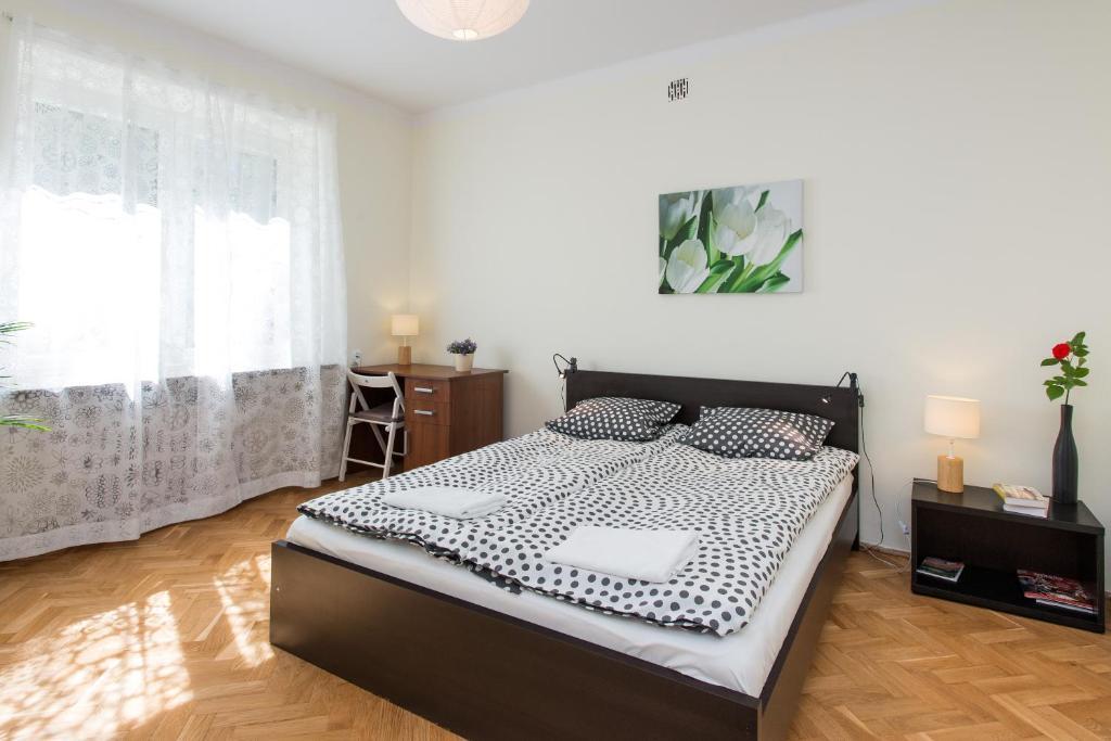 Łóżko lub łóżka w pokoju w obiekcie Apartament w Śródmieściu