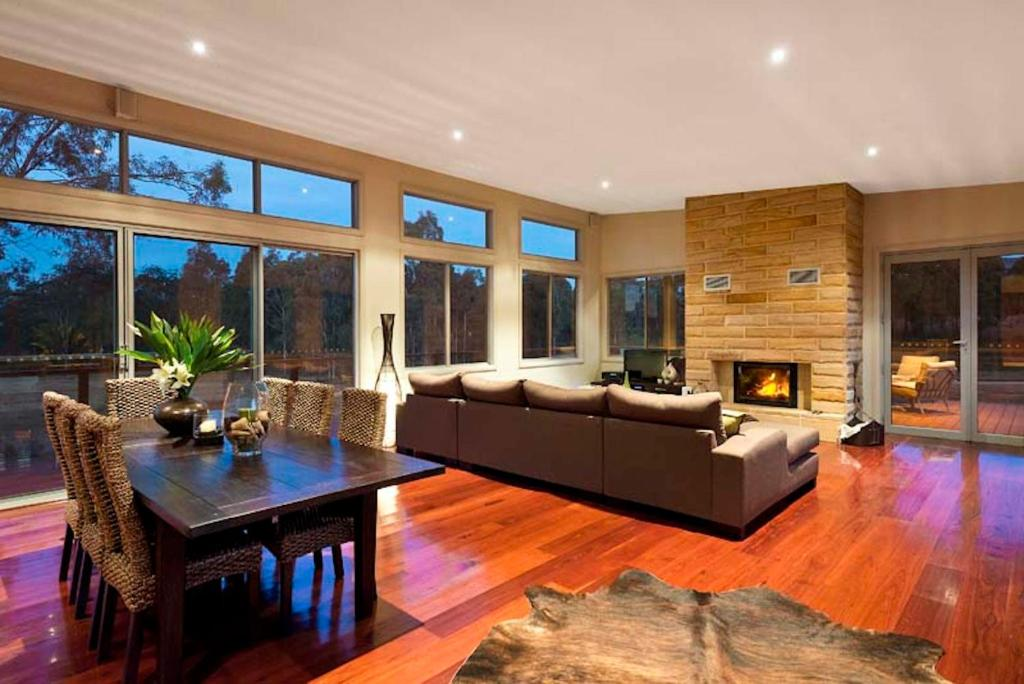A seating area at Blue Cliff Retreat