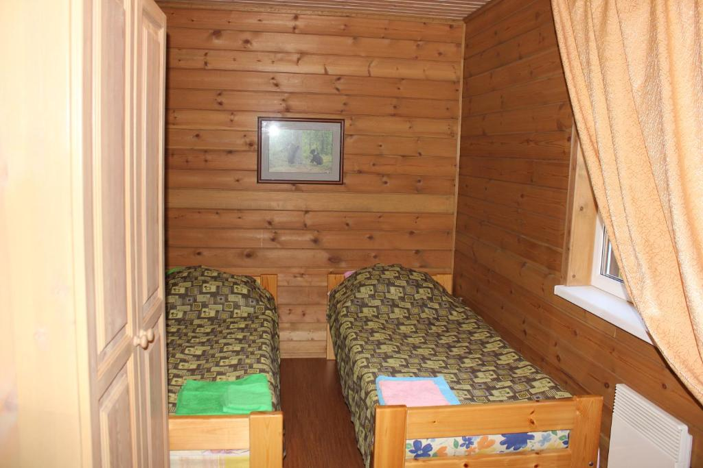 A bed or beds in a room at Zookompleks Tri Medvedya