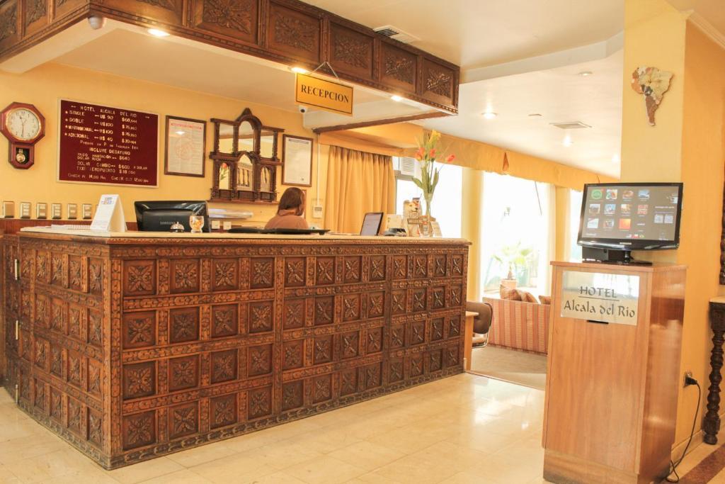 El vestíbulo o zona de recepción de Hotel Alcala del Rio